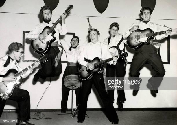 circa 1959 Northampton Northamptonshire England The Dominoes skiffle group from Northampton leftright Ernie Hilton Dave Goode Colin Bailey Dave...
