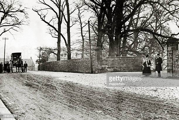 Social History Recreation Northampton Northamptonshire England pic 1890's The Abington Park gates at the entrance to the park
