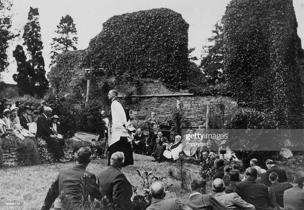 Social History. Religion. pic: 1930's. The annual Boughton Green open air service held amid the ruins of the old church, with the service conducted by the Archdeacon of Northampton Ven.C.F.Knyvett. : News Photo