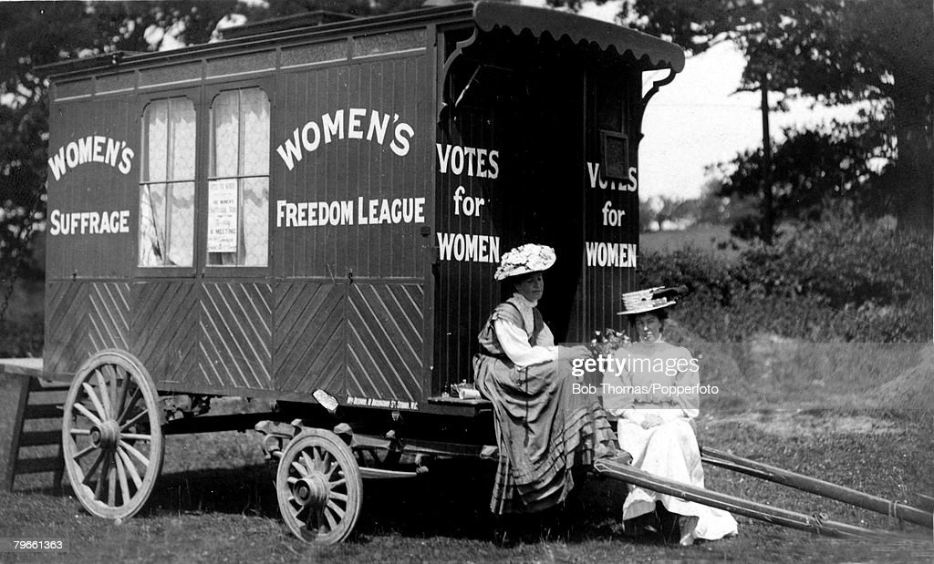 Social History, Suffragettes, circa 1910, A campaign caravan for the Women's Suffragette Freedom League in Tunbridge Wells, Kent, with 2 campaigners pictured : News Photo