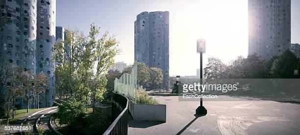 social housing apartment on the outskirts of paris - etalement urbain photos et images de collection