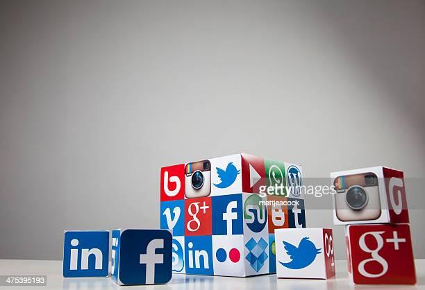 Les médias sociaux et la technologie cube