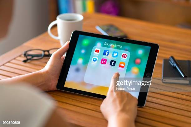 social media apps on ipad - social media icons stock pictures, royalty-free photos & images
