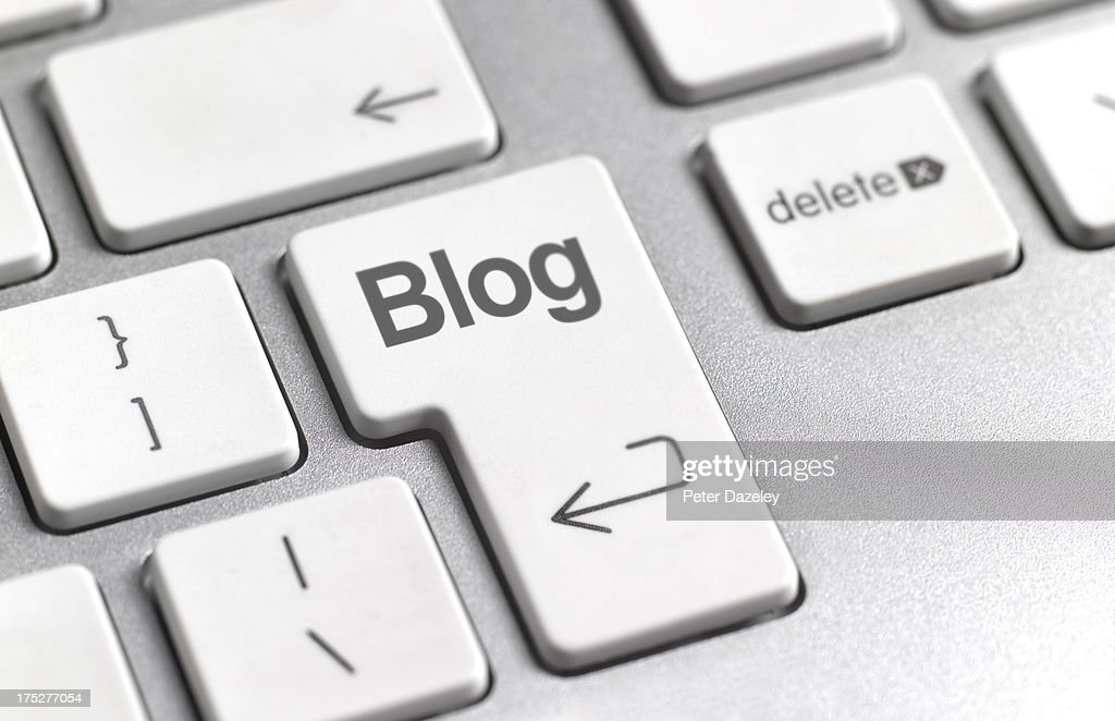 Social media 'blog' key on keyboard : Stock Photo