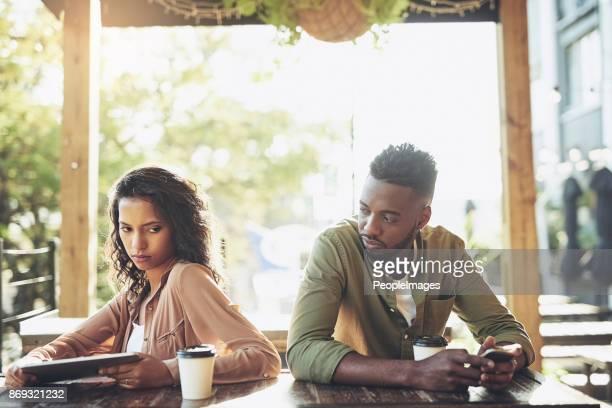 Social Media kann gut oder schlecht für Ihre Beziehung werden.