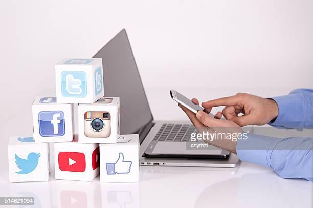 Social-Media-Würfel mit Mobile Geräte