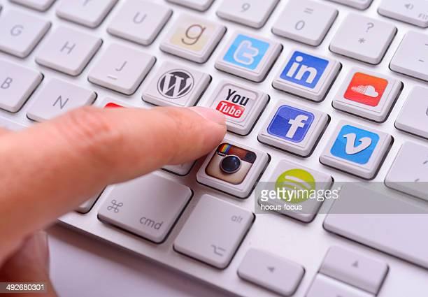 services de réseaux sociaux