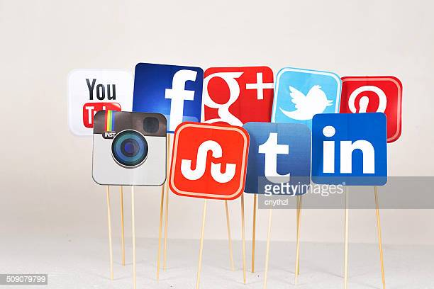 social media signs - social media icons stock pictures, royalty-free photos & images