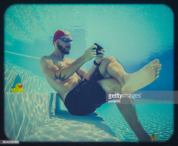 Social networking underwater: toy camera effect