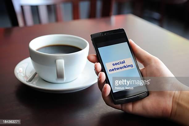 ソーシャルネットワーキング機器、携帯電話