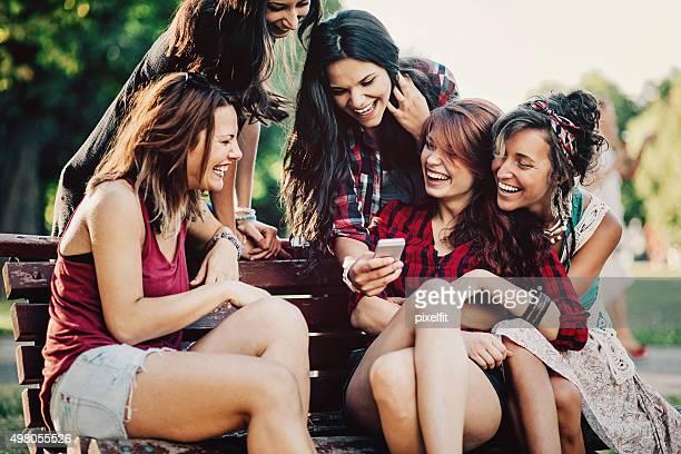 Soziale Teenager-Mädchen