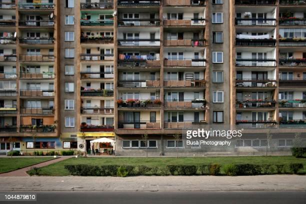 socialist housing project in warsaw, poland - fachada arquitectónica fotografías e imágenes de stock