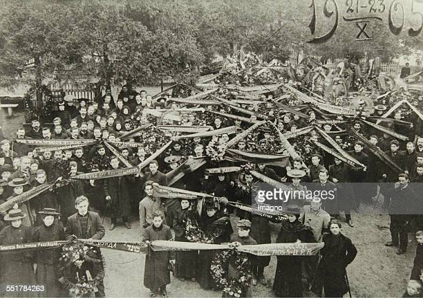 Socialists and Bundists remember the victims of the October pogroms in Vilna / Russian Poland . 1905. Photograph.