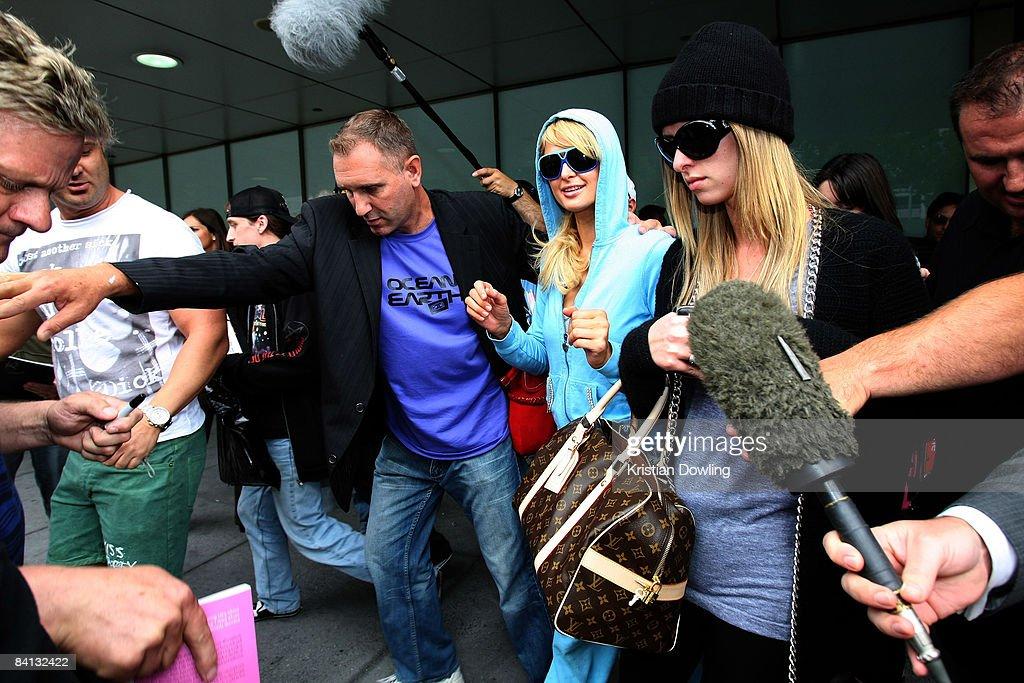 Socialite Paris Hilton is seen arriving at Melbourne Airport on December 29, 2008 in Melbourne, Australia.