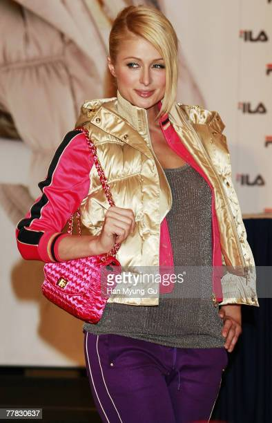 Socialite Paris Hilton pose for photographers after a press conference at the Hyatt Hotel on November 9 2007 in Seoul South Korea Hilton is in South...