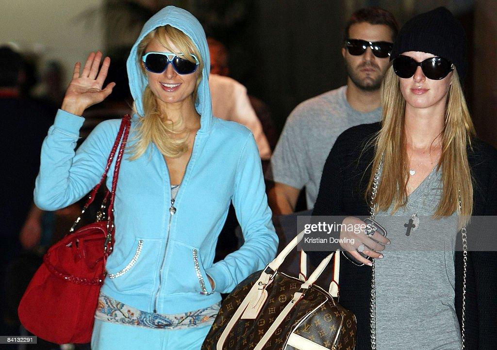 Socialite Paris Hilton waves as she arrives at Melbourne Airport on December 29, 2008 in Melbourne, Australia.