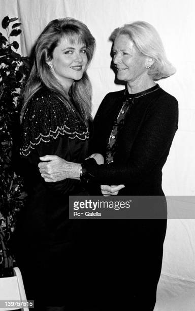 Socialites Cornelia Guest and CZ Guest attend Fete de Famille III Benefit for AIDS Research on September 27 1988 at Mortimer's Restaurant in New York...