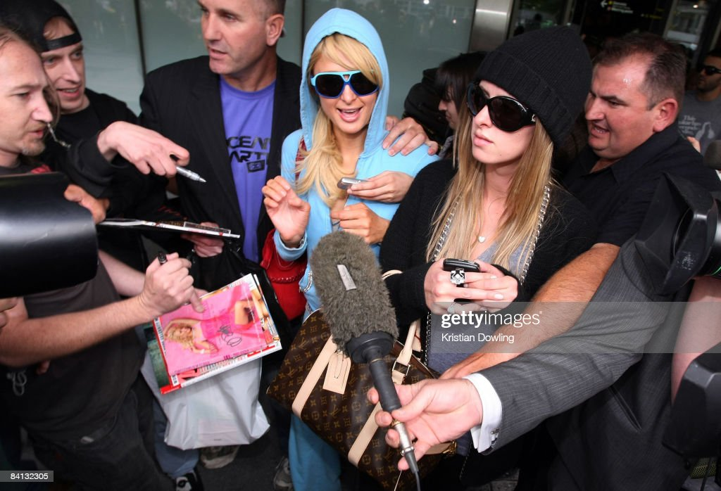 Socialites Paris Hilton and Nicky Hilton are surrounded by media and autograph hunters as they arrive at Melbourne Airport on December 29, 2008 in Melbourne, Australia.