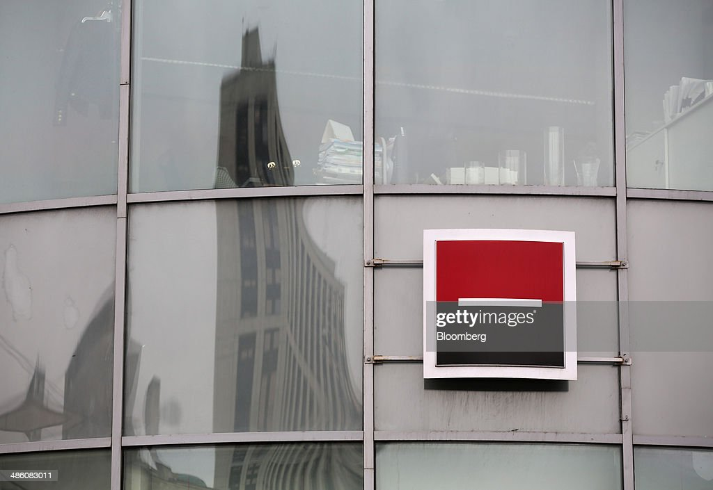 A Societe Generale Group logo sits on display outside the headquarters of OAO Rosbank in Moscow, Russia, on Tuesday, April 22, 2014. Bankers collected $108 million on Russian deals through April 20, compared with $325 million a year earlier, according to data from Freeman & Co., a New York consulting firm. Photographer: Andrey Rudakov/Bloomberg via Getty Images