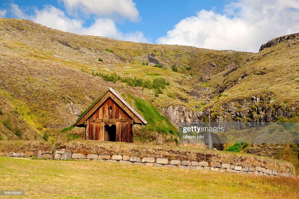 Pjodveldisbaer, Sod house in Skaftafell Nationalpark,  Iceland : News Photo