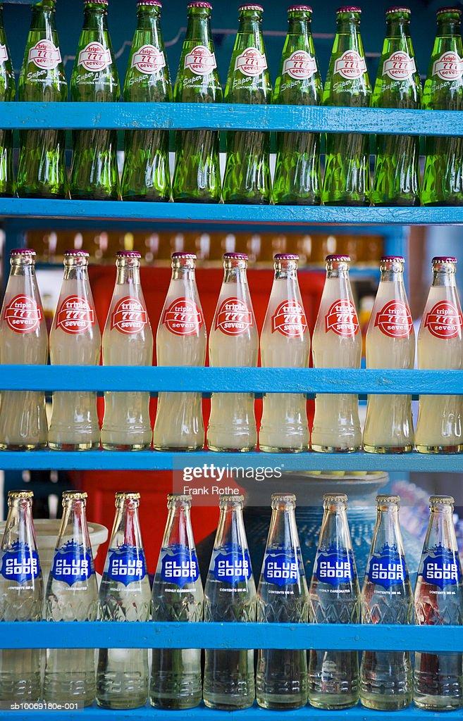 Soda bottles in rack, full frame : Stockfoto