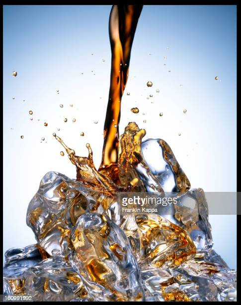 Soda verser sur glace