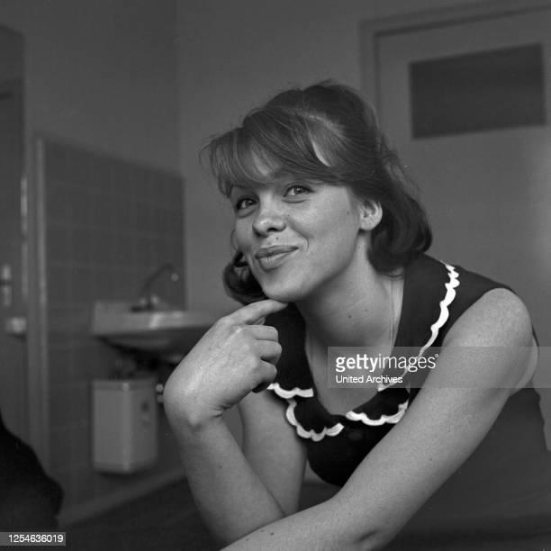 Soeben eingetroffen, Fernsehserie, Deutschland 1965, Darsteller: Monika John .