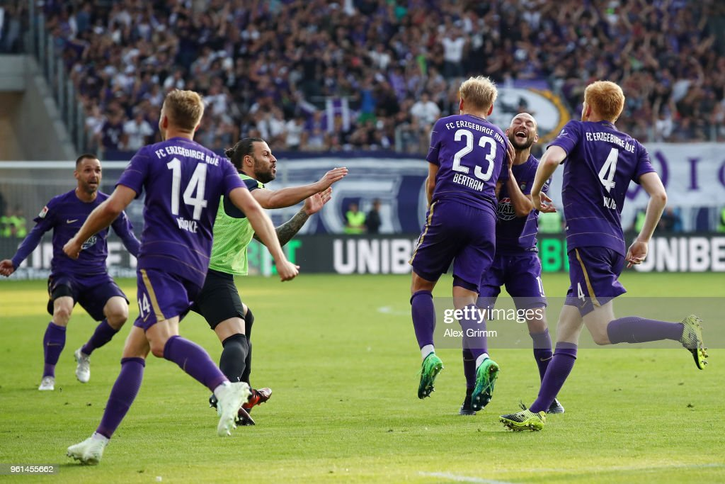 Erzgebirge Aue v Karlsruher SC - 2. Bundesliga Playoff Leg 2 : News Photo