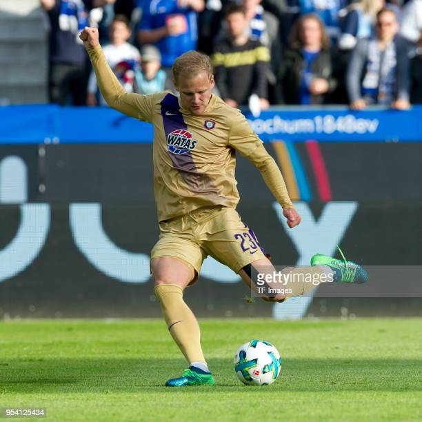 Soeren Bertram of Erzgebirge Aue controls the ball during the Second Bundesliga match between VfL Bochum 1848 and FC Erzgebirge Aue at Vonovia...