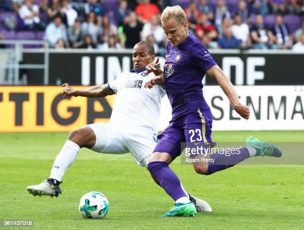 Soeren Bertram of FC Erzgebirge Aue is challenged by David Pisot of Karlsruher SC during the relegation 2018 2 Bundesliga Playoff Leg 2 match between...
