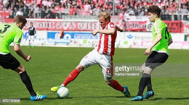HALLE SaxonyAnhalt APRIL 10 Soeren Bertram of Halle on the ball during the Third League match between Hallescher FC and Chemnitzer FC at Erdgas...