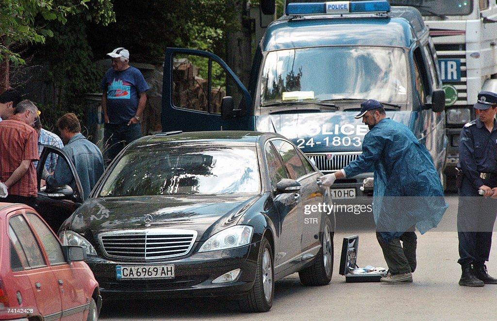 A Bulgarian policeman inspects the car o... : News Photo