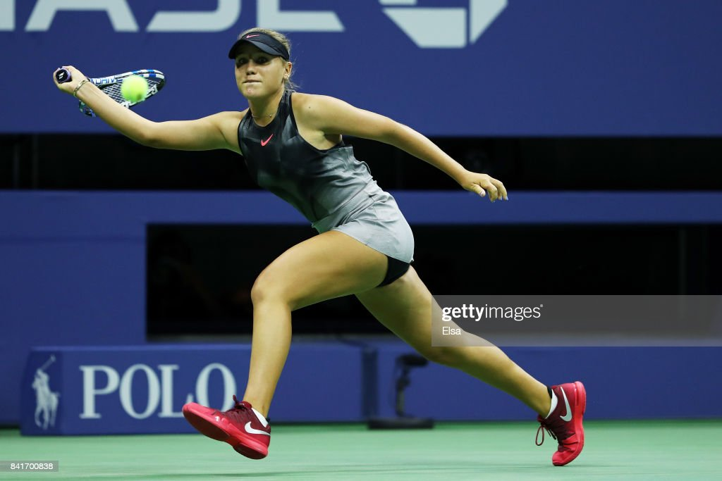 Sofia Kenin Of The United States Returns A Shot To Maria Sharapova Of News Photo Getty Images