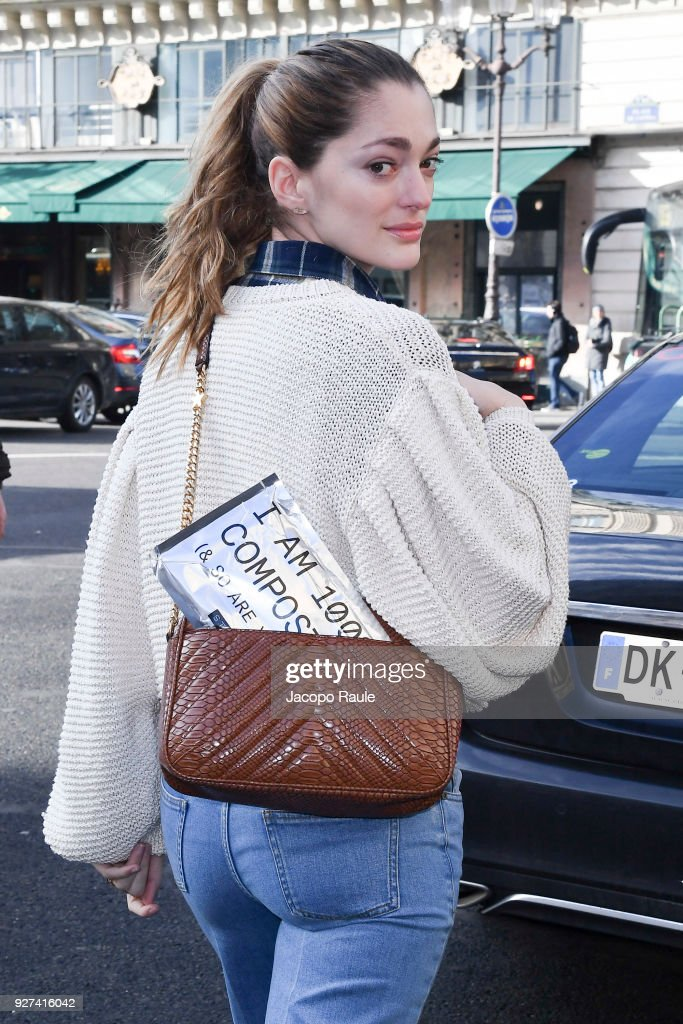 Stella McCartney : Outside Arrivals- Paris Fashion Week Womenswear Fall/Winter 2018/2019