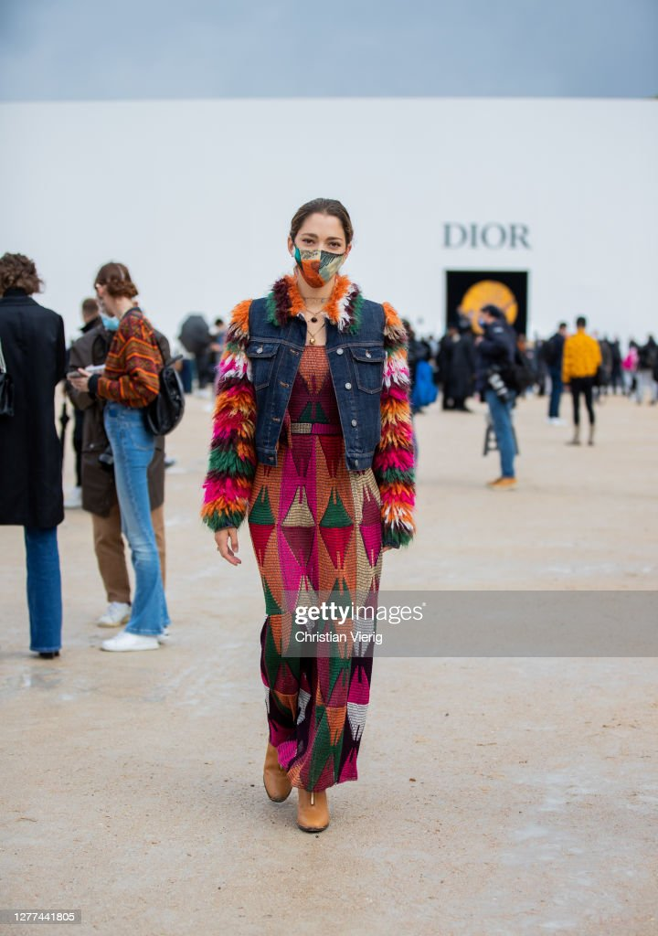 Street Style At Paris Fashion Week - Womenswear Spring Summer 2021 : Day Two : Photo d'actualité