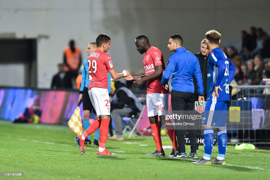 29 EME JOURNEE DE LIGUE 1 CONFORAMA : NÎMES OLYMPIQUE - RACING CLUB DE STRASBOURG ALSACE  - Page 2 Sofiane-alakouch-and-sada-thioub-of-nimes-during-the-ligue-1-match-picture-id1131161356