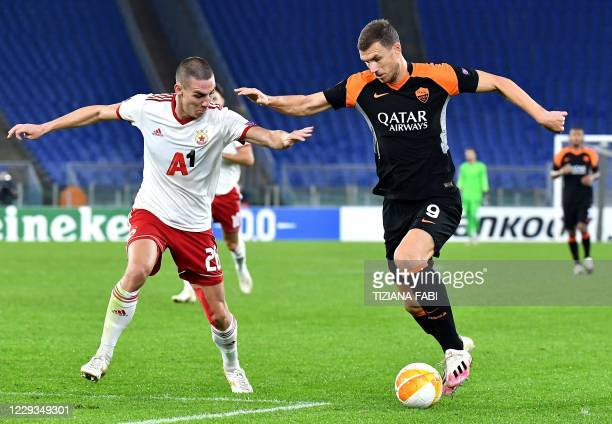 Sofia's Bulgarian defender Valentin Antov fights for the ball with Roma's Bosnian forward Edin Dzeko during the UEFA Europa League Group A first-leg...