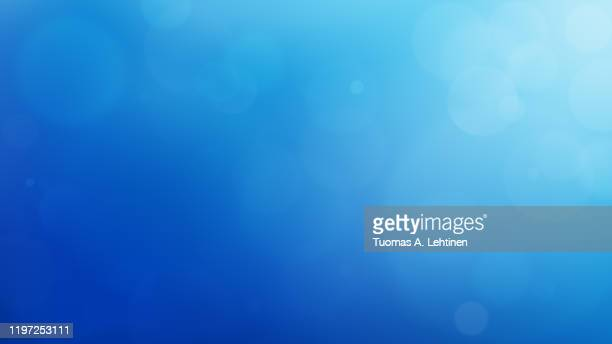 soft and blurred blue abstract gradient natural background like ocean, with bokeh and copy space. 4k resolution. - blauer hintergrund stock-fotos und bilder