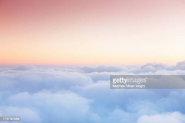 soft clouds blanket the sky during flight - nube foto e immagini stock