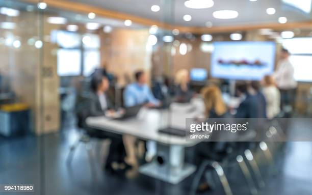 soft focus business people sitting in conference room - tavolo da conferenza foto e immagini stock