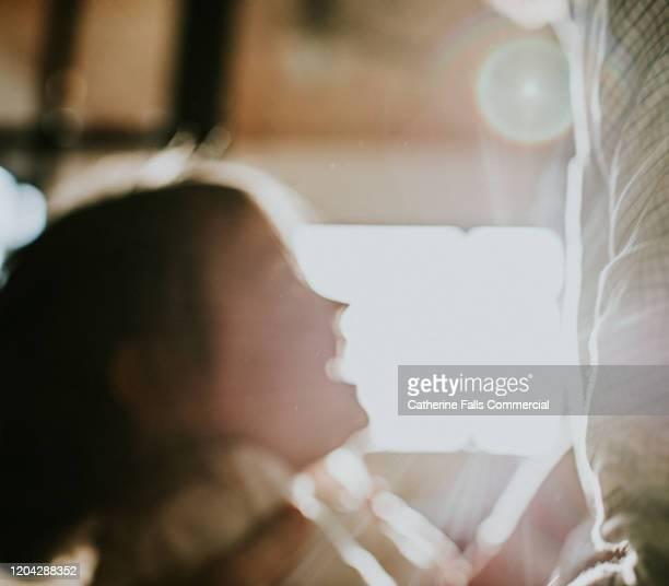 soft focus child - softfocus stockfoto's en -beelden