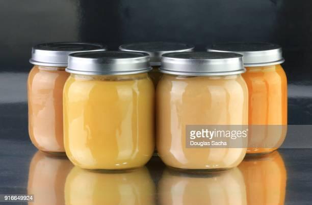 soft food in jars for infants and seniors - stampen voedselbereiding stockfoto's en -beelden