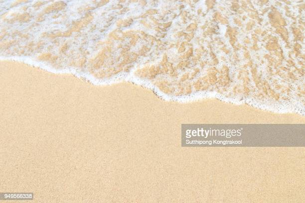 soft wave on sandy beach with white coral. background. selective focus. abstract sand on the beach and soft wave background - areia - fotografias e filmes do acervo