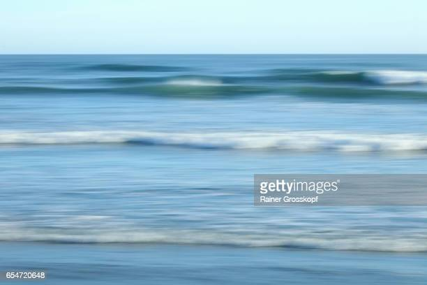 soft waves on a pacific beach (blurred) - rainer grosskopf stock pictures, royalty-free photos & images
