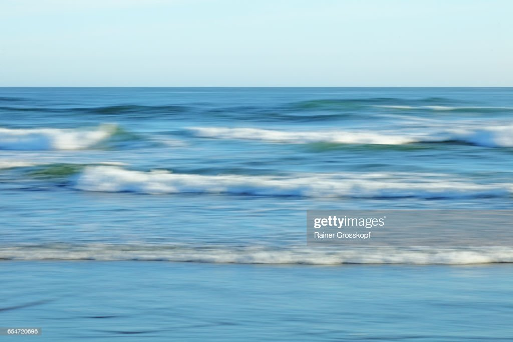 soft waves on a Pacific beach : Stock-Foto