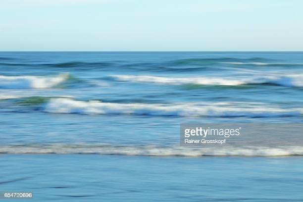 soft waves on a pacific beach - rainer grosskopf stock pictures, royalty-free photos & images