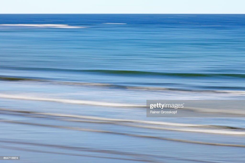 Soft waves on ocean beach (blurred) : Stock-Foto