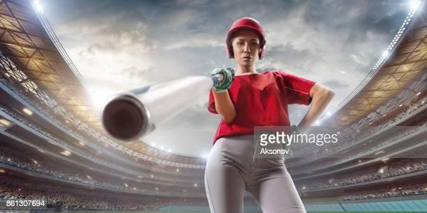 De vrouwelijke speler Softbal op een professionele arena