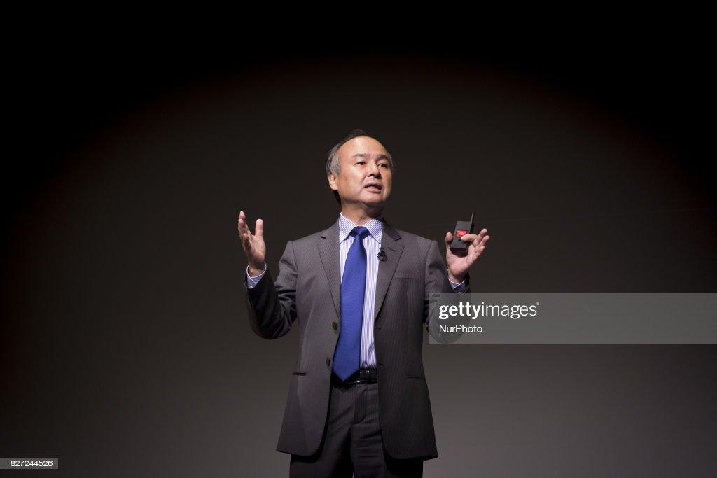 SoftBank Group CEO Masayoshi Son Presents First-Quarter Earnings : ニュース写真