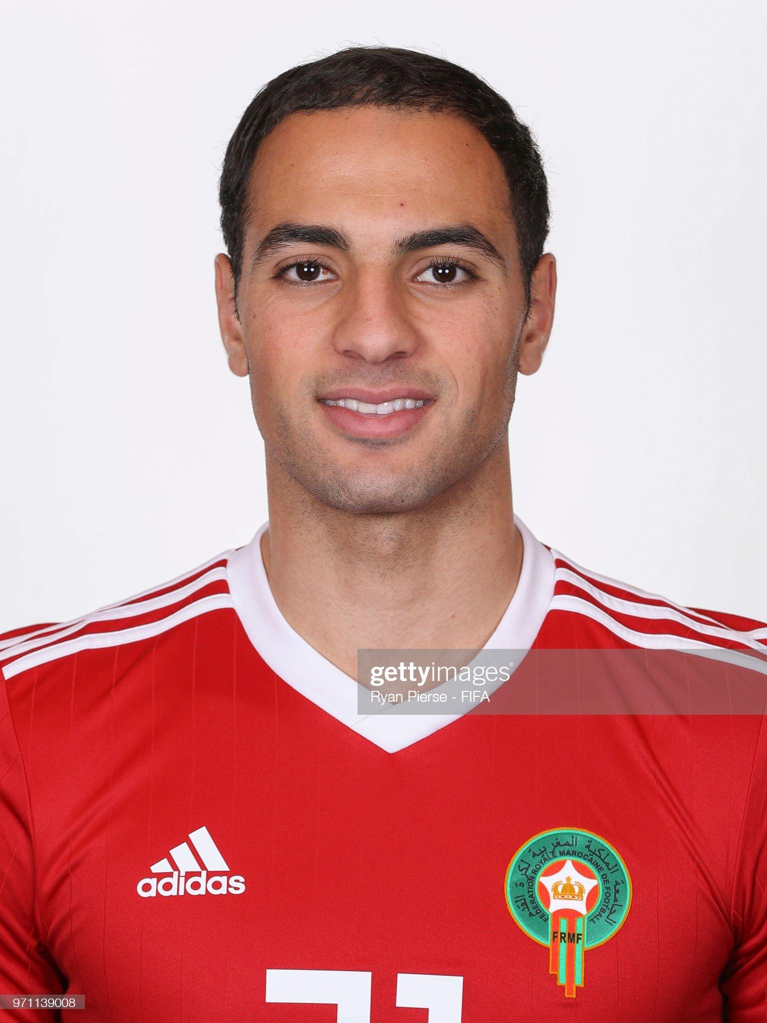 Norteafricanos Sofyan-amrabat-of-morocco-poses-during-the-official-fifa-world-cup-picture-id971139008?s=2048x2048